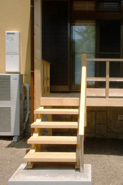 「生まれ変わった和の家」階段