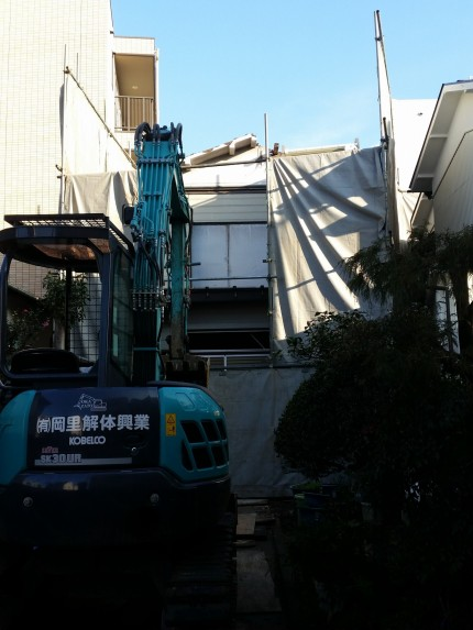 M邸に解体重機搬入1