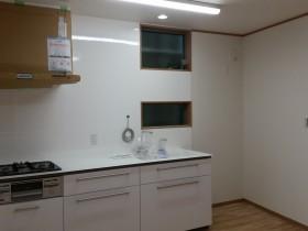 キッチンと窓の様子