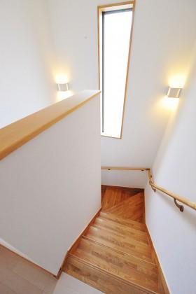 「緑と和の広い家」廻り階段の様子